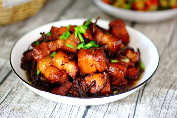 自家晒的干豆角,加五花肉炖一炖,肉香而不腻,豆角清香又甘甜! 美食做法 第13张