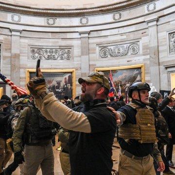 """特朗普支持者攻陷国会,俄媒一语扎心:美国终于实现了""""民主"""""""