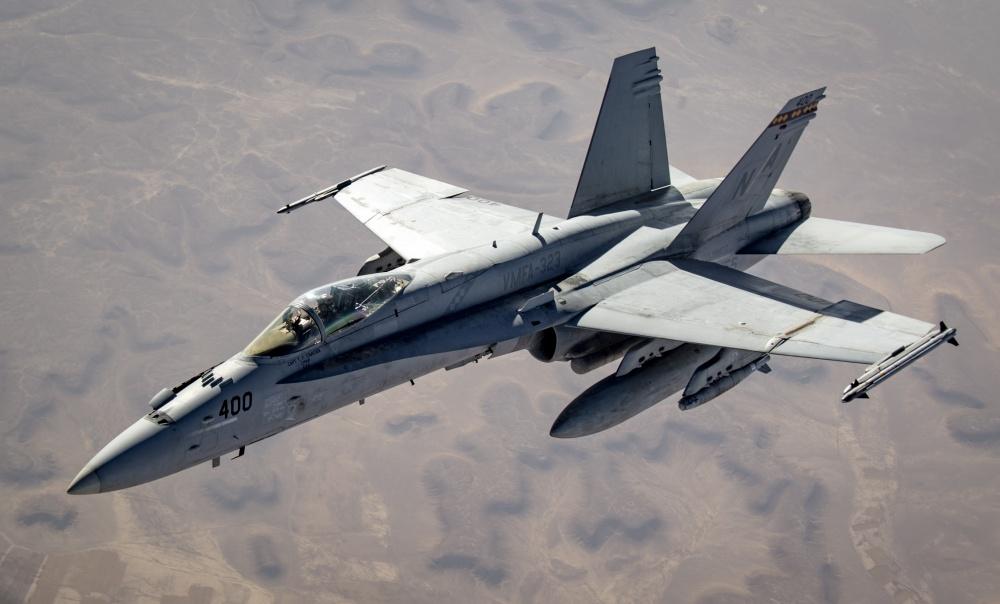 美军战机波斯湾密集升空,暴击伊拉克目标,专家:给伊朗敲响警钟