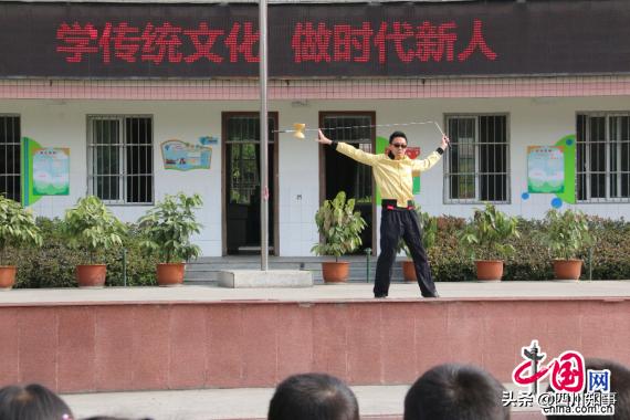 成都龙泉驿西河小学空竹运动进校园,传承空竹文化