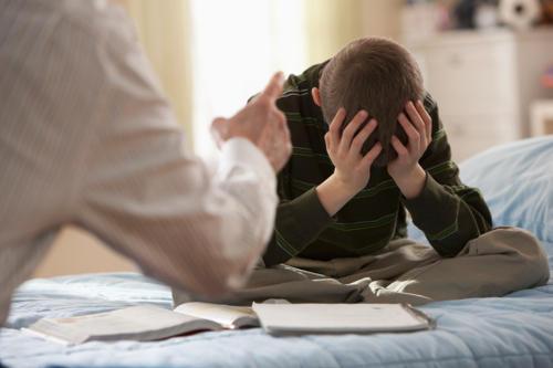 """殘忍的""""阿爾伯特""""心理學實驗表明,永遠不要因為學習對孩子發火"""