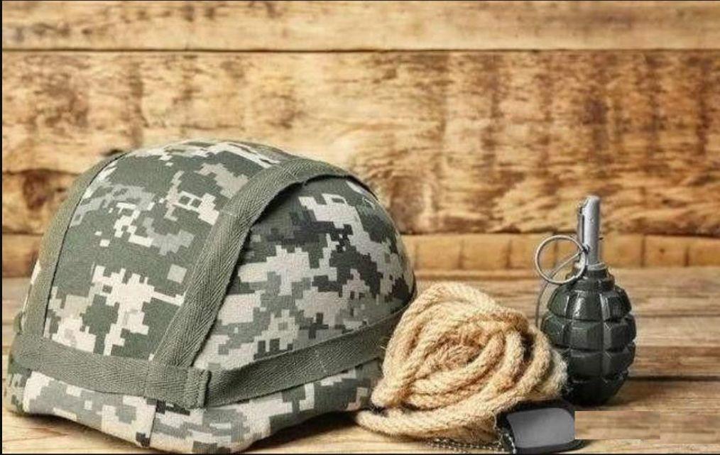 手榴弹爆炸前,用钢盔盖住手榴弹再扑在钢盔上,能保住性命吗?