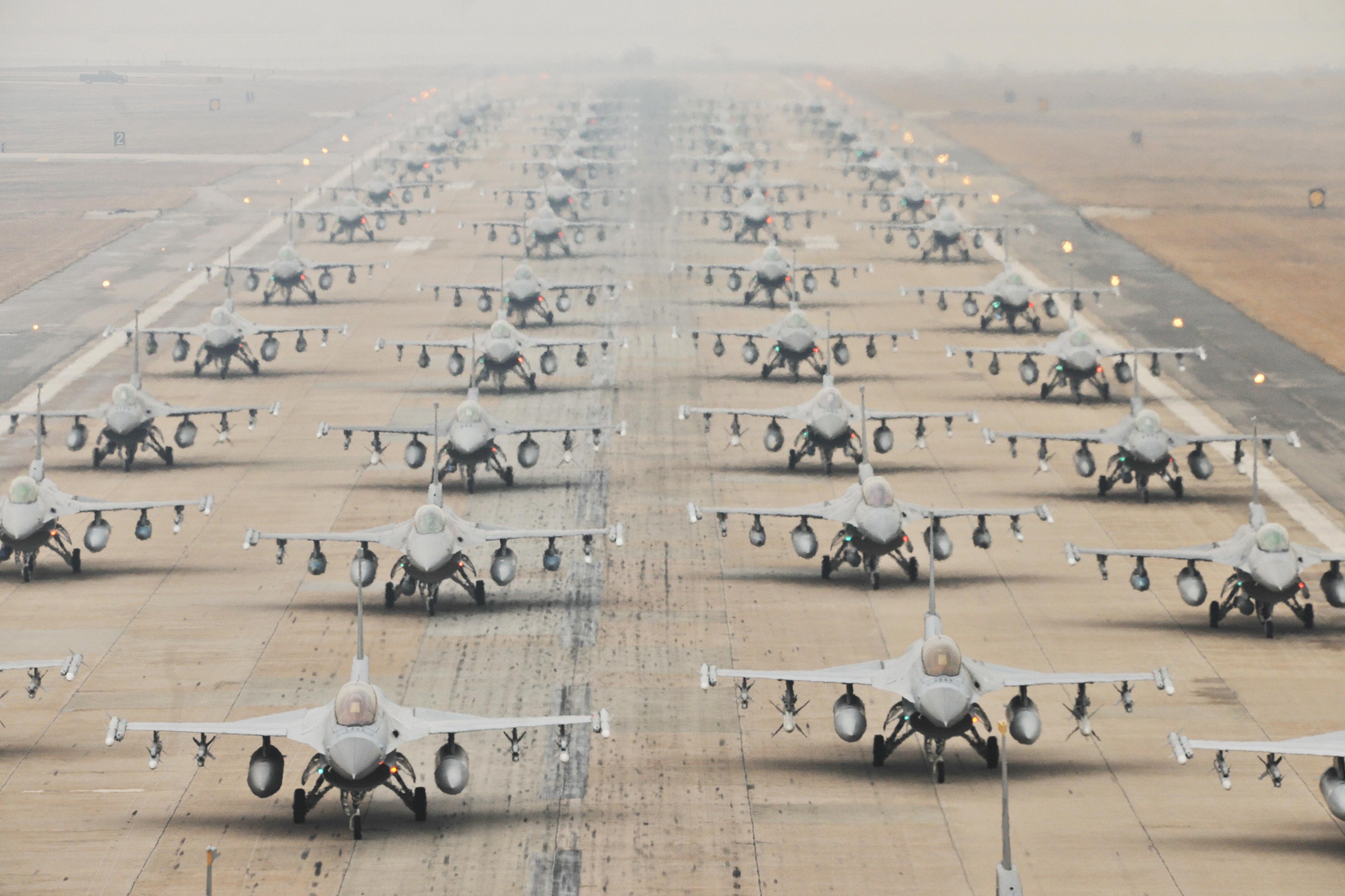"""从""""6架运20接连升空进行紧急演练"""",说说大象漫步"""