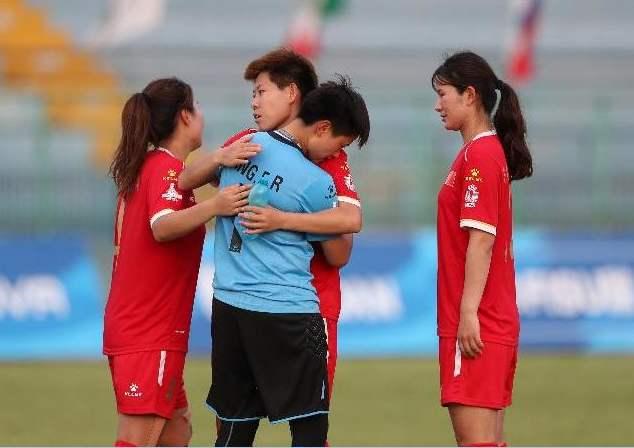 球员染发被罚离场!中国足坛再现奇葩事,导致球队输球国足躺枪