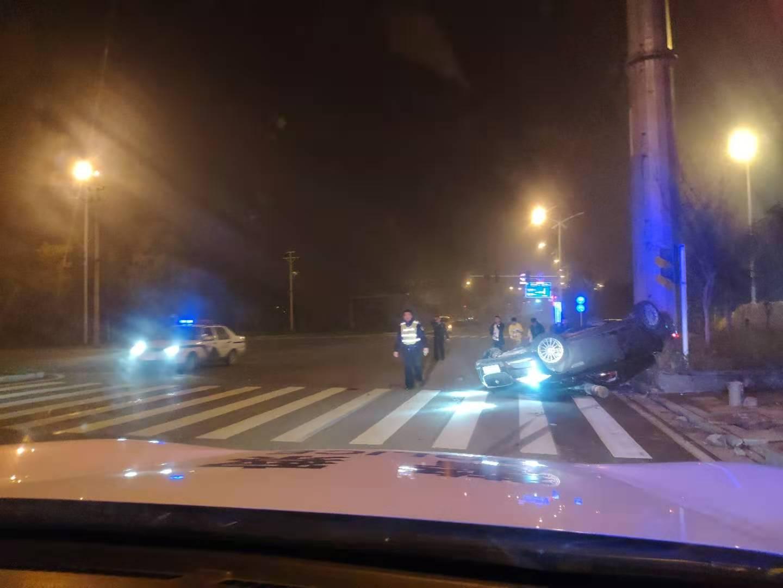 新邵交警、消防、医护联动成功救援交通事故伤者