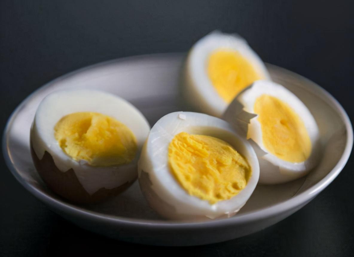 煮鸡蛋,不要直接用水煮,学会3个技巧,鸡蛋鲜嫩入味,3秒剥蛋壳 美食做法 第1张