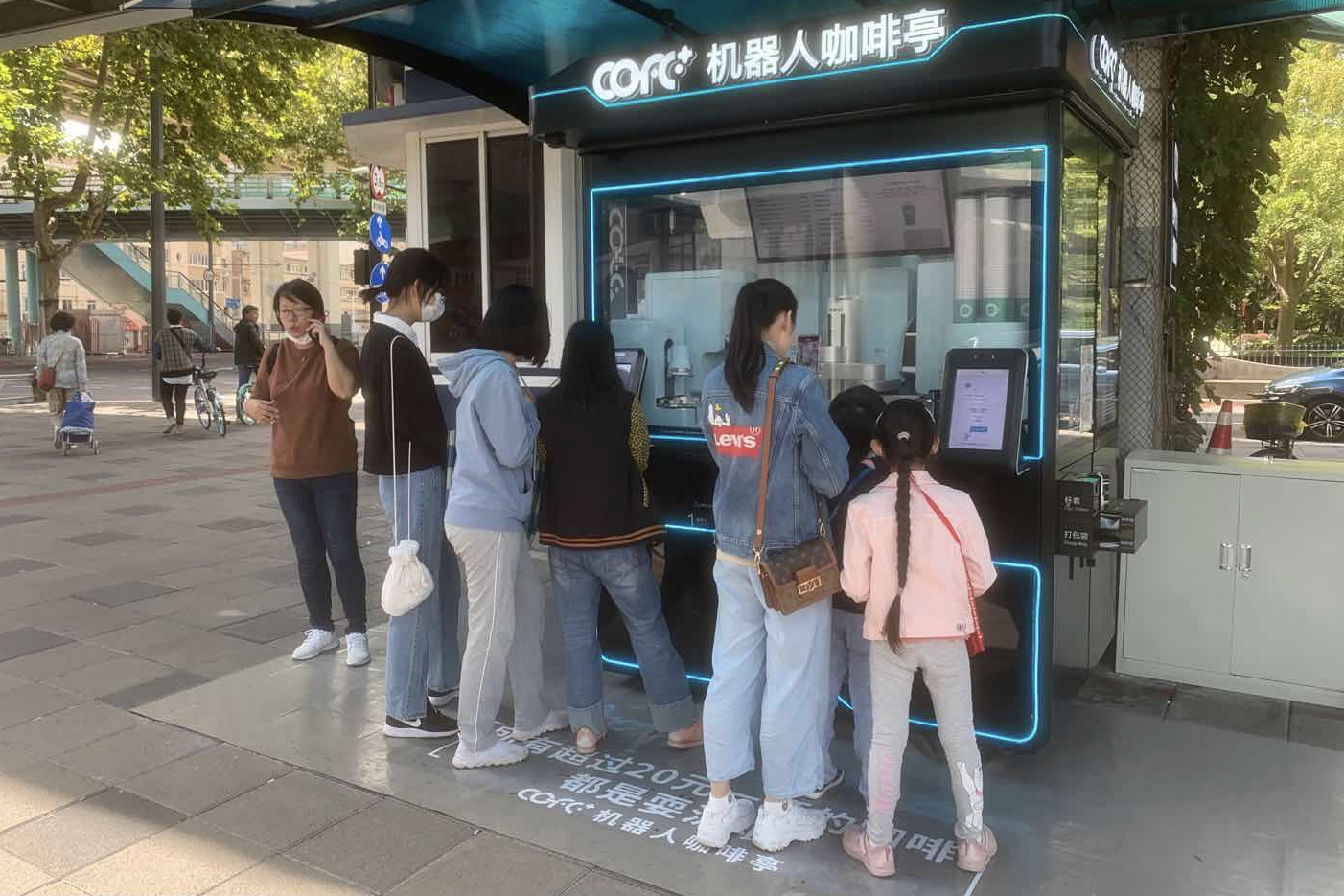 Starbucks temporarily closed many stores in New York, how far can intelligent coffee robots go?