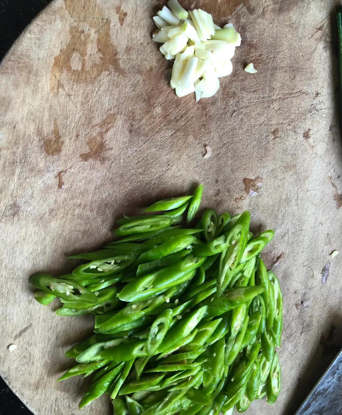 家常菜:青椒炒肉 美食做法 第3张