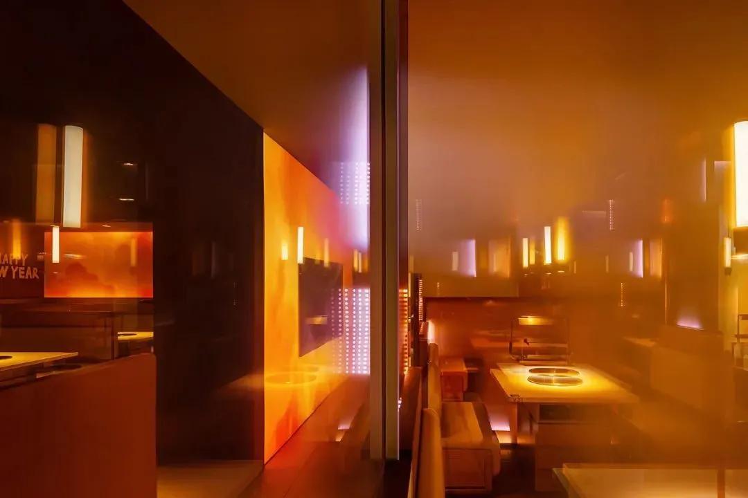 「火锅店设计」红而热烈,燃起暖冬活力的幻妙天地