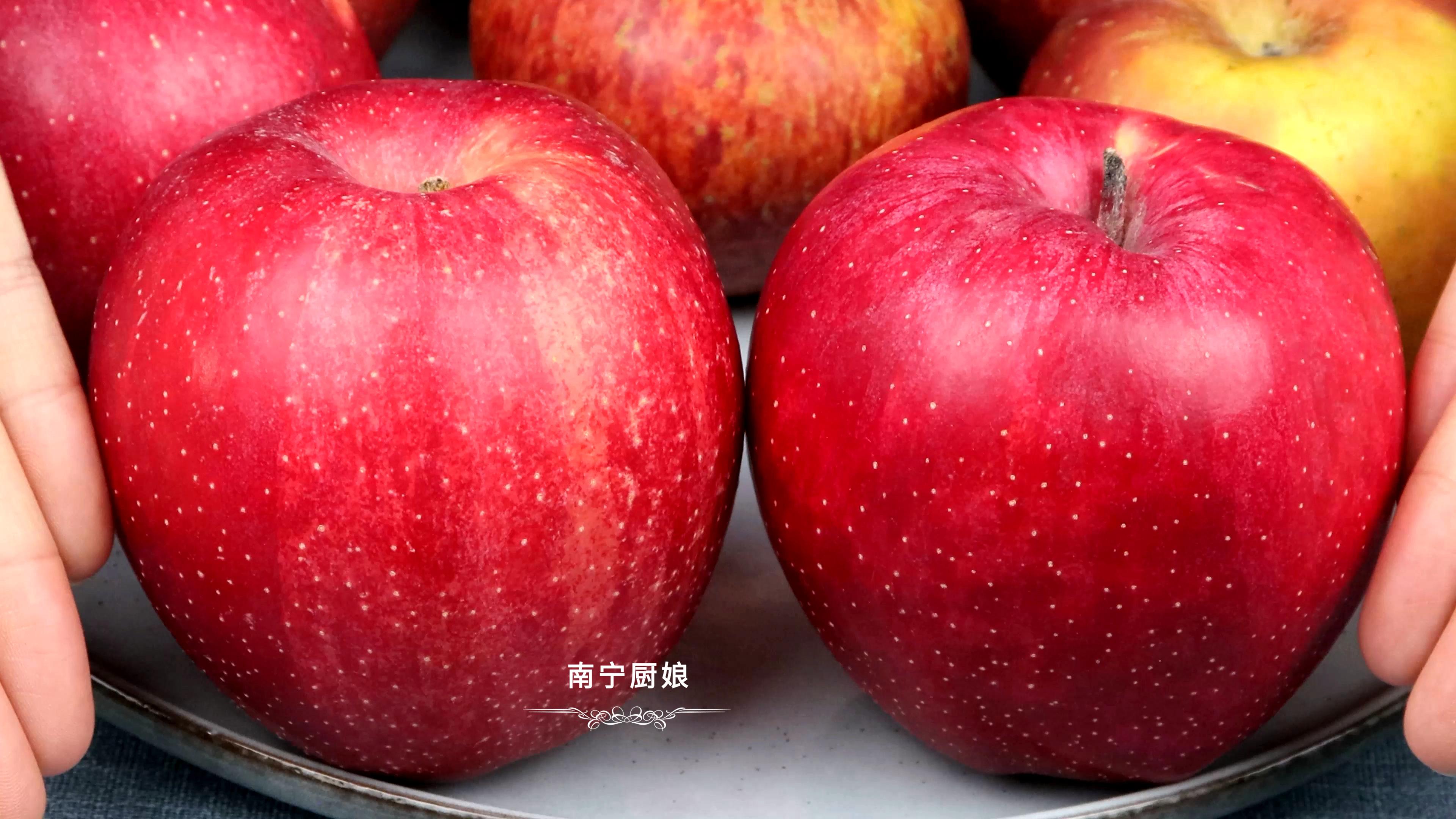 """買蘋果時,一定要挑""""母""""的,掌握這7點,買到的蘋果脆甜又多汁"""