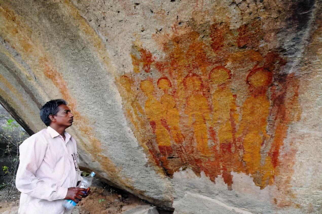印度发现的万年前壁画中,惊现外星人和UFO!他们真来过地球?  印度 外星人 UFO 第1张