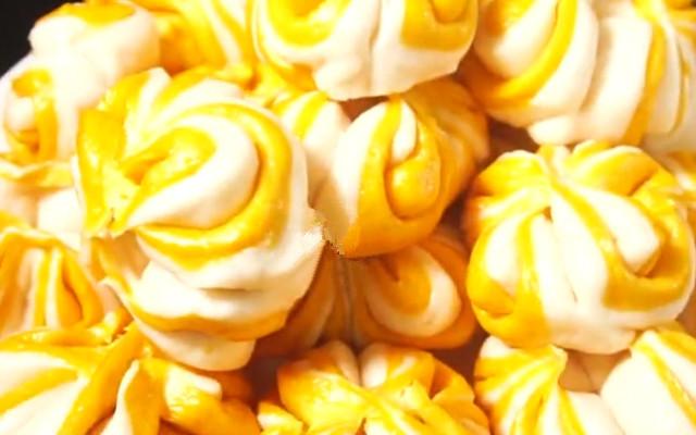 南瓜花馍 花卷新做法 两种食材简单一蒸 出锅后香甜松软 好看又