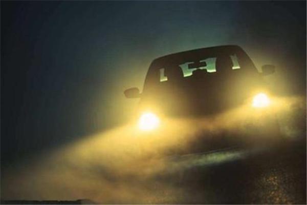 LED大灯和卤素大灯的优缺点 如何选择汽车大灯?