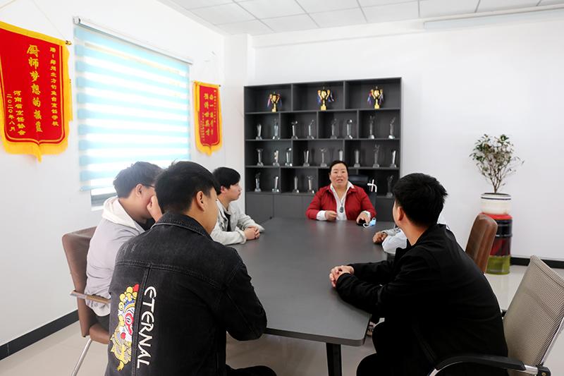 北方学子开启新征程:热烈欢送我校学生赴企业就业