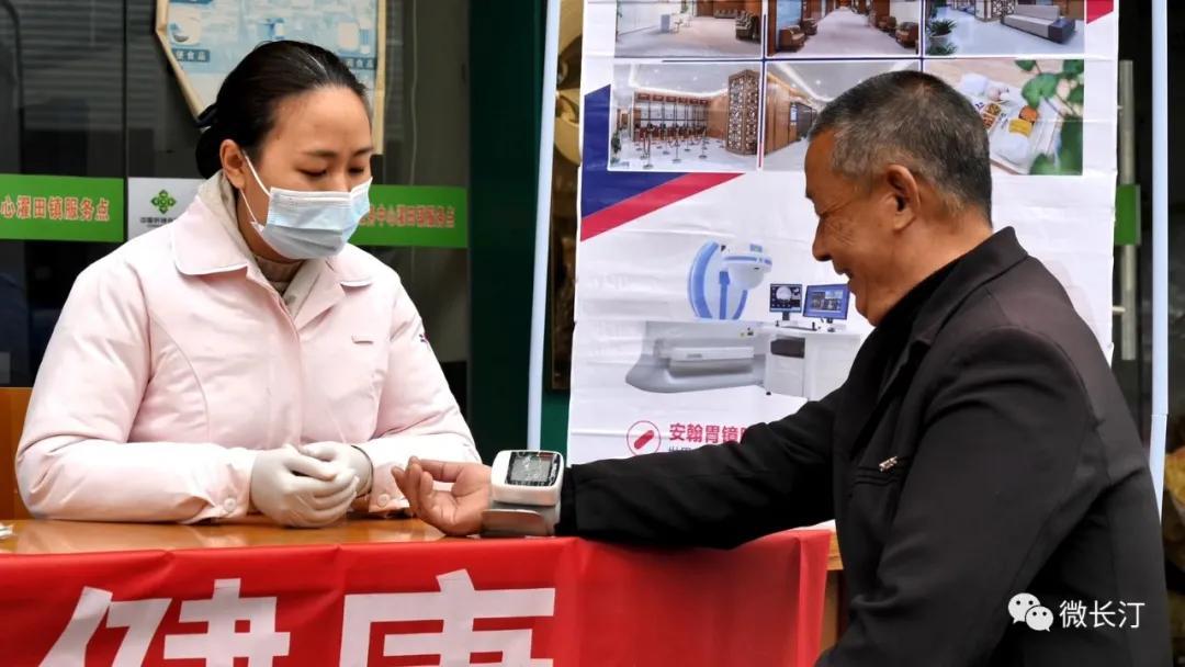 福建长汀:贴心年货送基层 健康服务给老乡