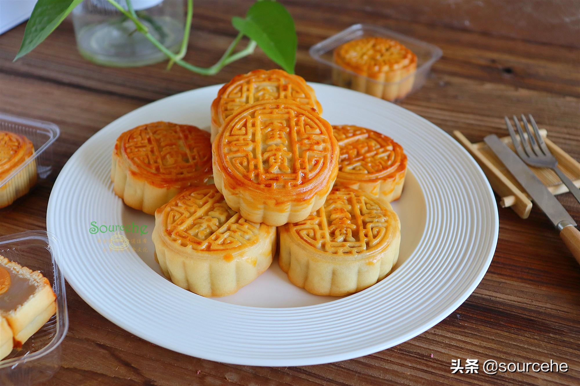 广式莲蓉蛋黄月饼,掌握3个技巧,色泽金黄,皮薄香润,回油快