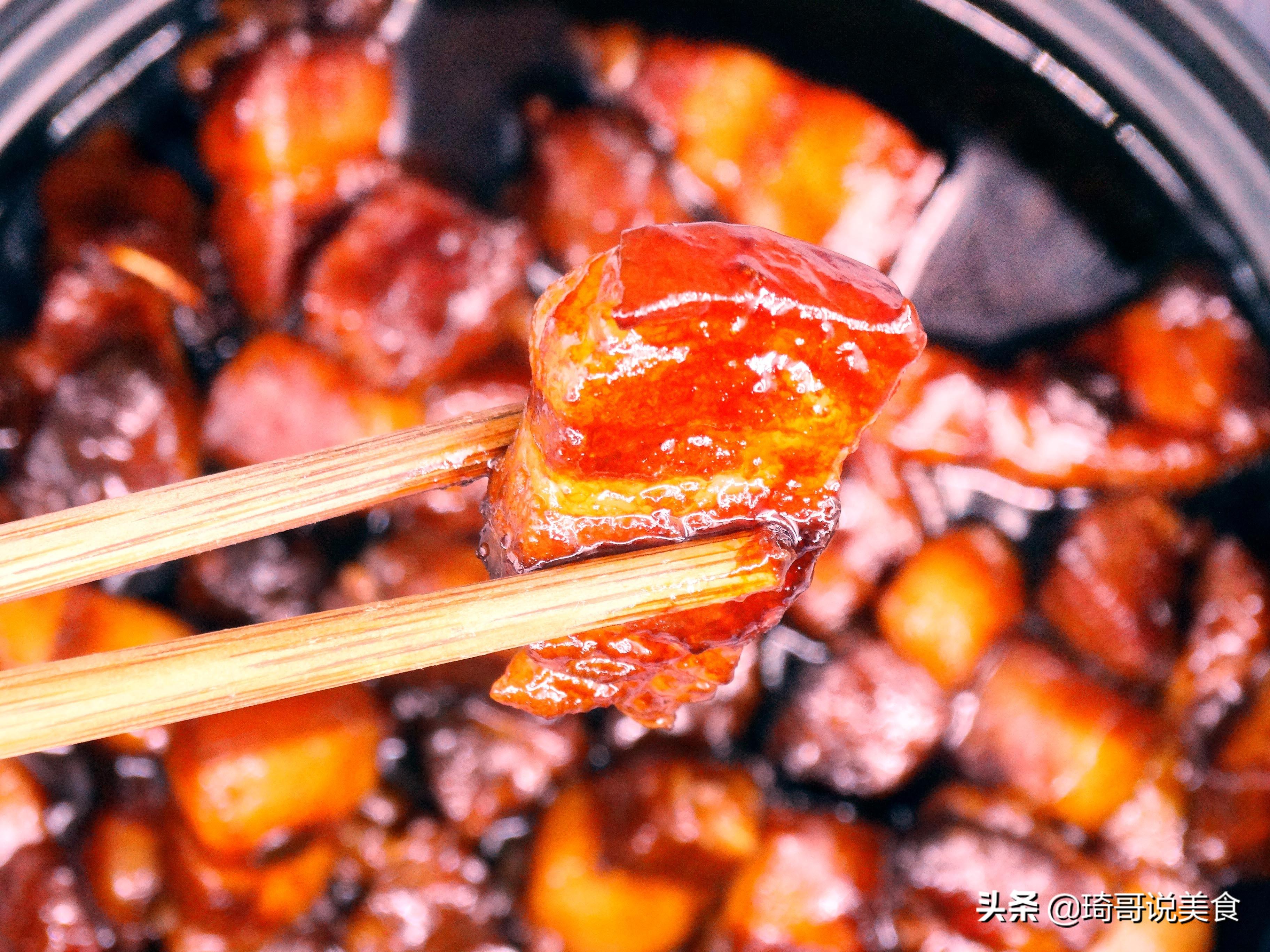 """做红烧肉,记住""""整焯、2炒、加3水"""",肉块肥而不腻,入口即化"""