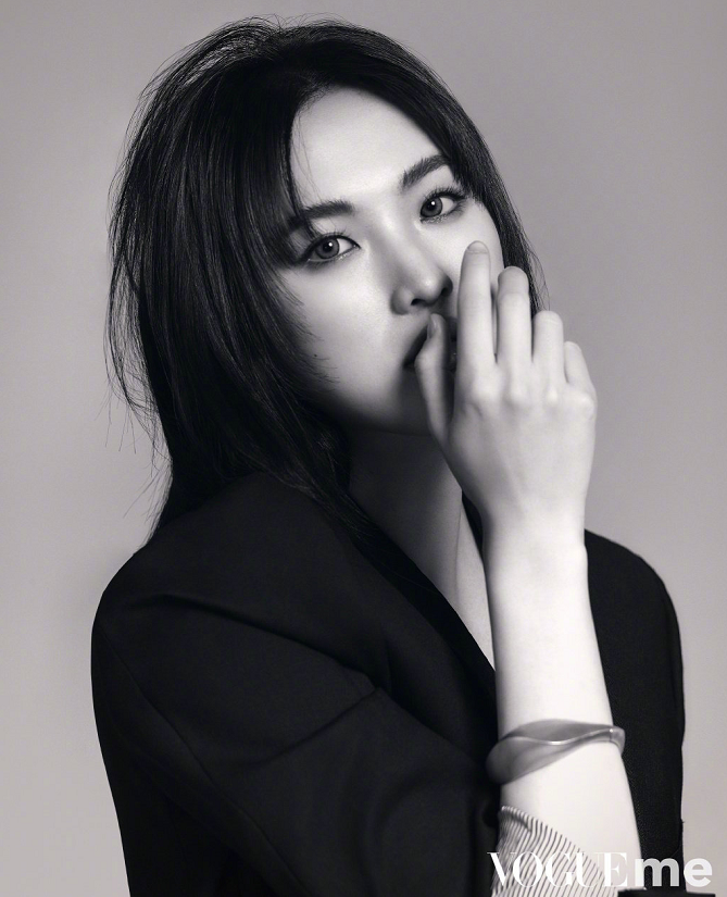 姚安娜拍摄杂志大片,中分公主切造型用力过猛,气质与时尚无缘