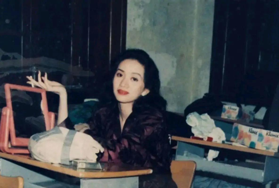 梅艳芳用生命绽放的《女人花》美丽到不敢直视,真正完整的女人