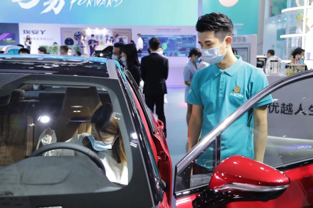 """广汽埃安独立后的第一份""""战书""""就投向了燃油车"""