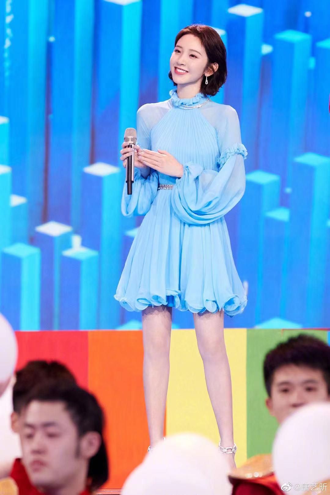 五四晚会女星造型鉴赏:李沁仙美、杨紫文艺、热巴梦幻、刘雨昕帅