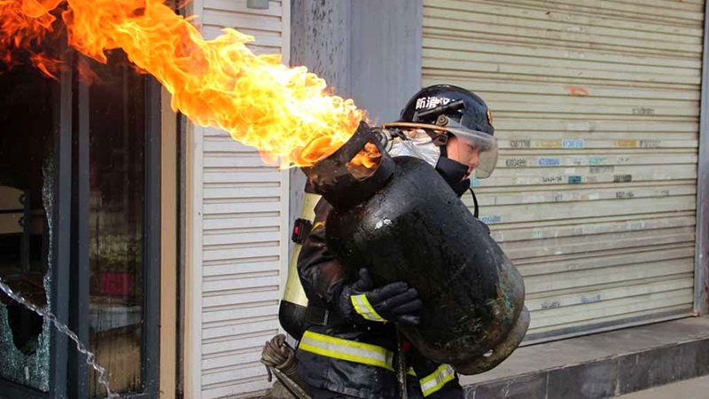 """中国煤气罐畅销中东,被改成了""""地狱大炮"""",威力真是超出了想象"""