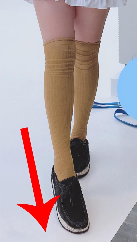 日本美女coser解密「網騙」技巧,瞬間變瘦加大長腿