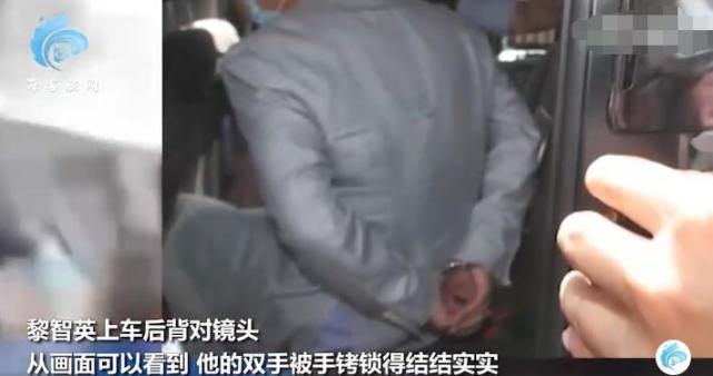 黎智英涉违反香港国安法被捕,现场曝光:双手被拷得结结实实
