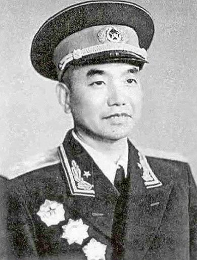 开国上将萧克:被敌军追击时下令丢掉草帽,随后敌人被炸人仰马翻