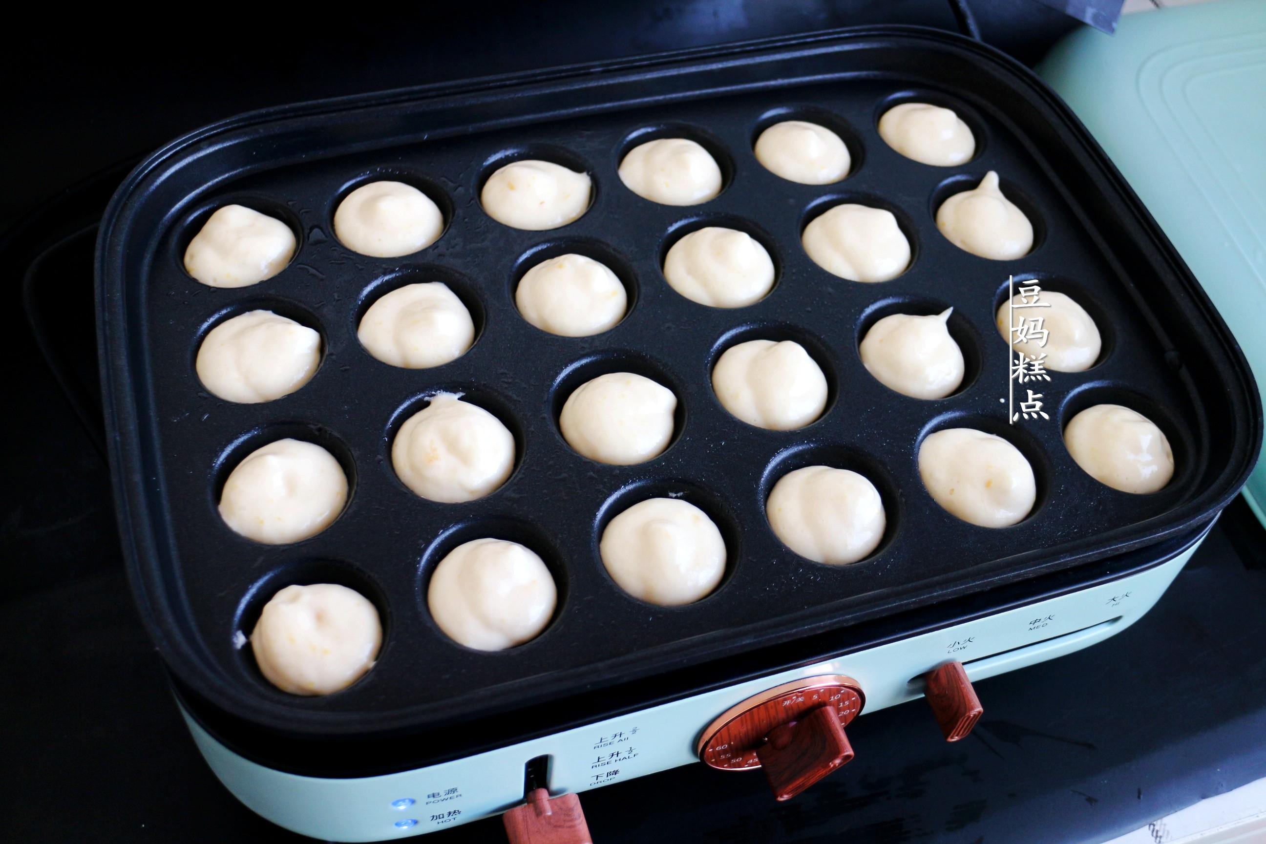元旦在家,带孩子一起做迷你小蛋糕,不用烤箱,好吃又有趣
