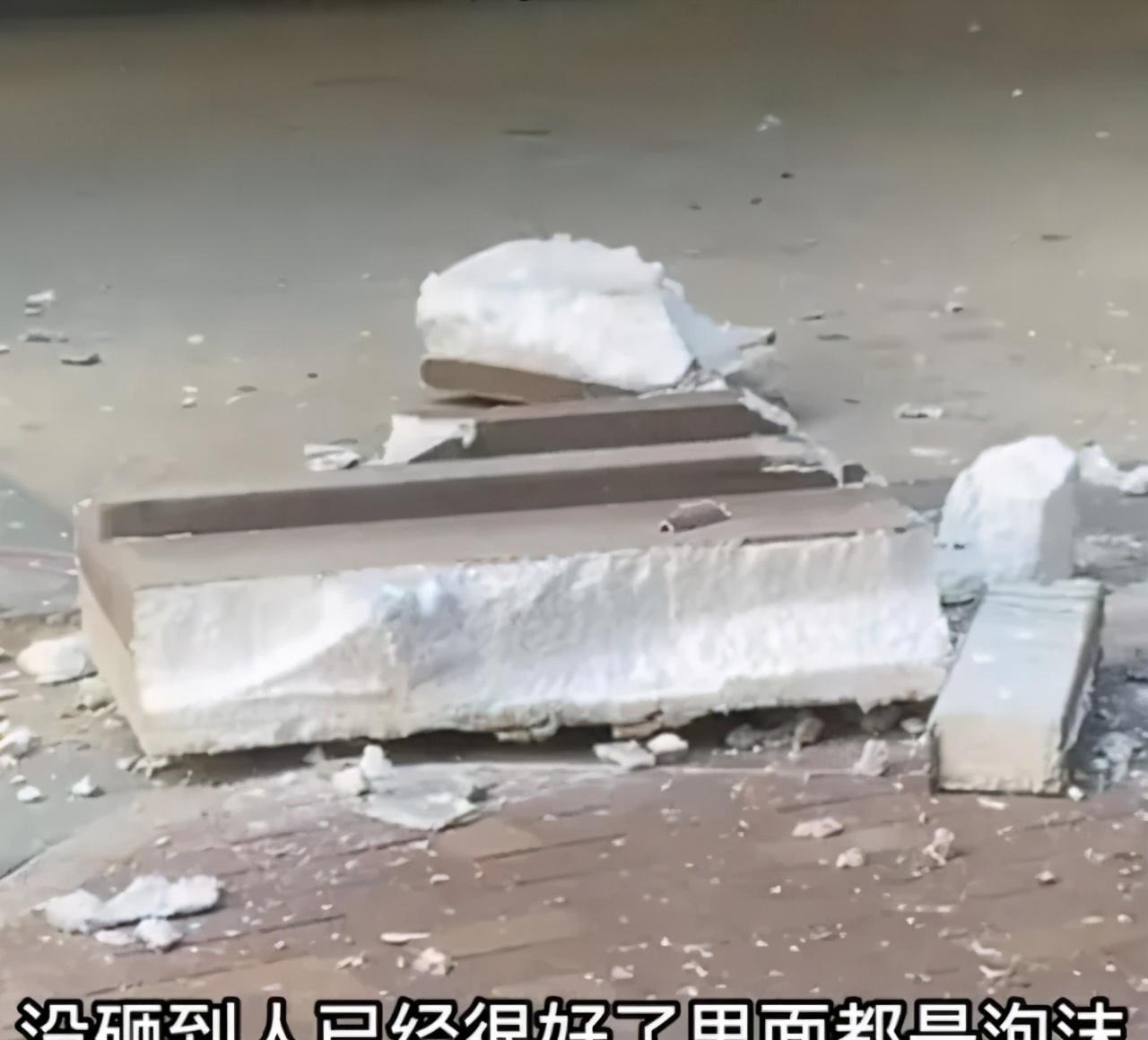 大风导致福建、内蒙古等多个小区外墙保温层大块掉落!轿车受损