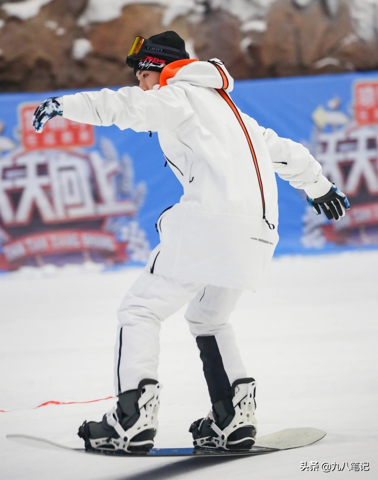 """《天天向上》晒王一博的滑雪照,一句话暴露""""迷妹""""身份"""