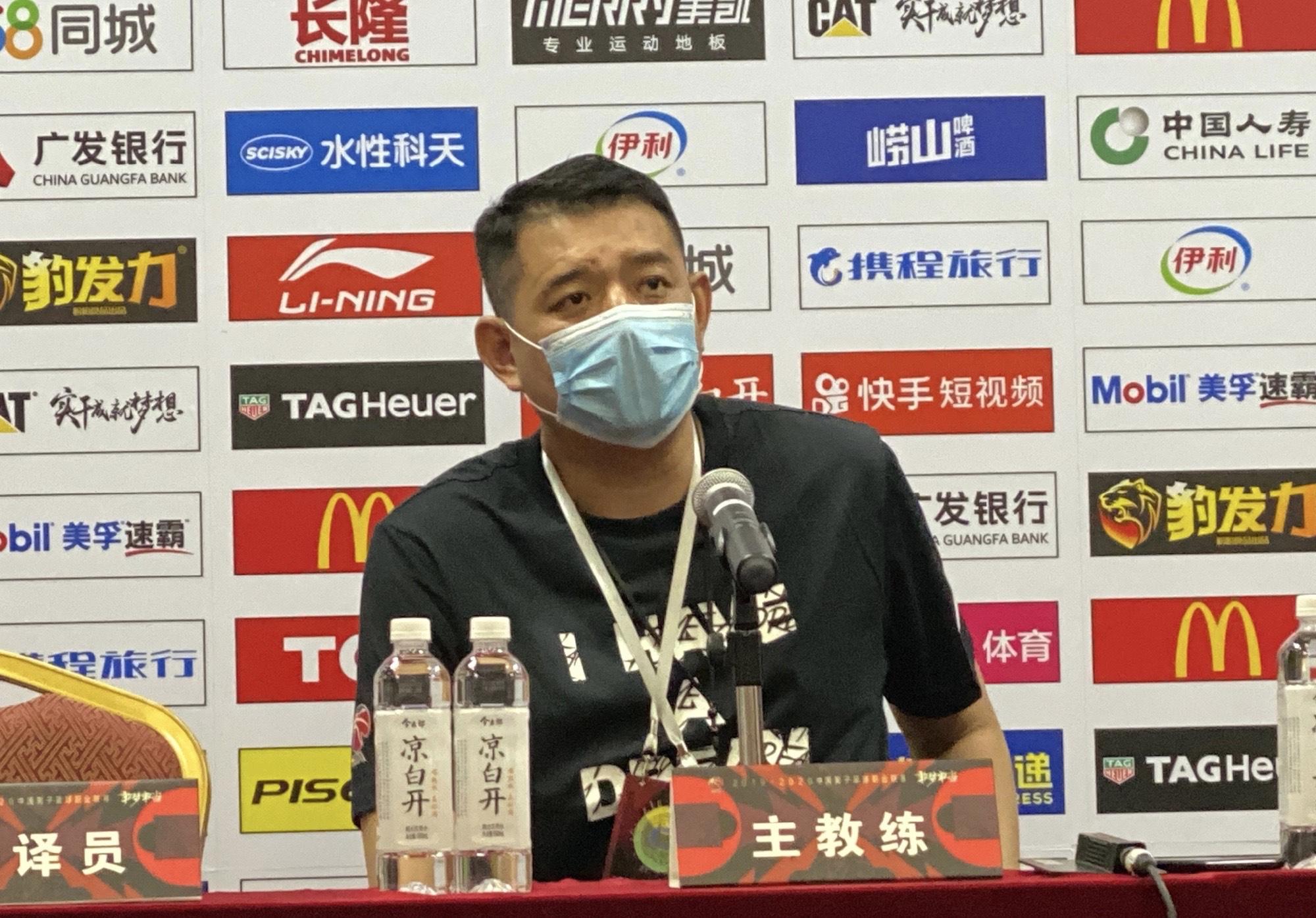 CBA早报:张庆鹏正式宣布退役 劳森进CBA黑名单福建不续约