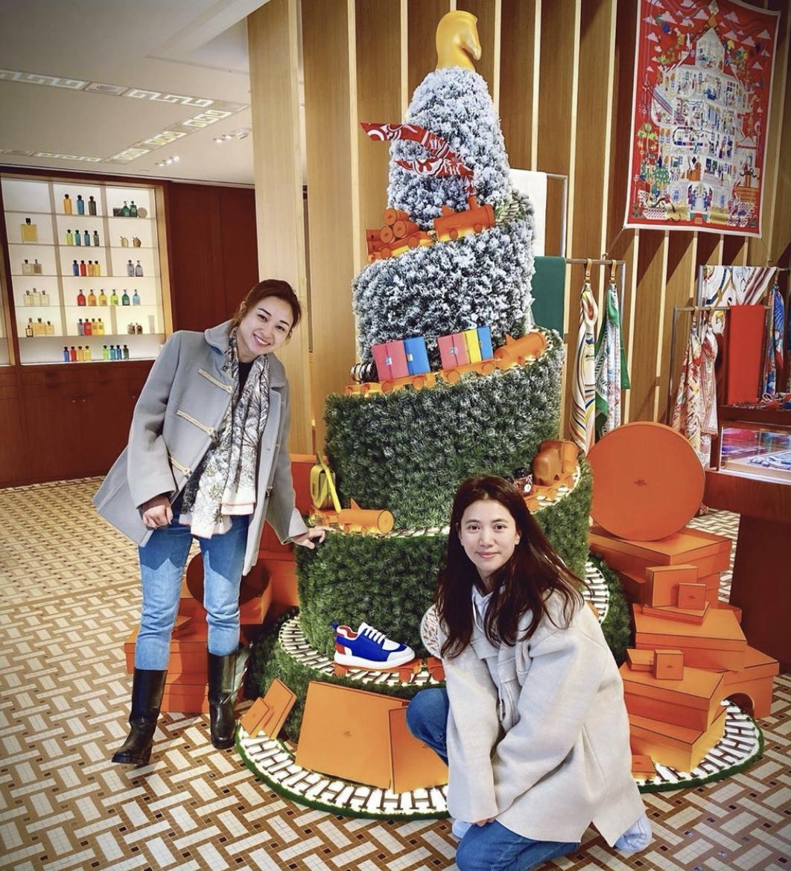 49岁张智霖贴心陪妻买手袋满意而归,袁咏仪被曝包包总值两千万