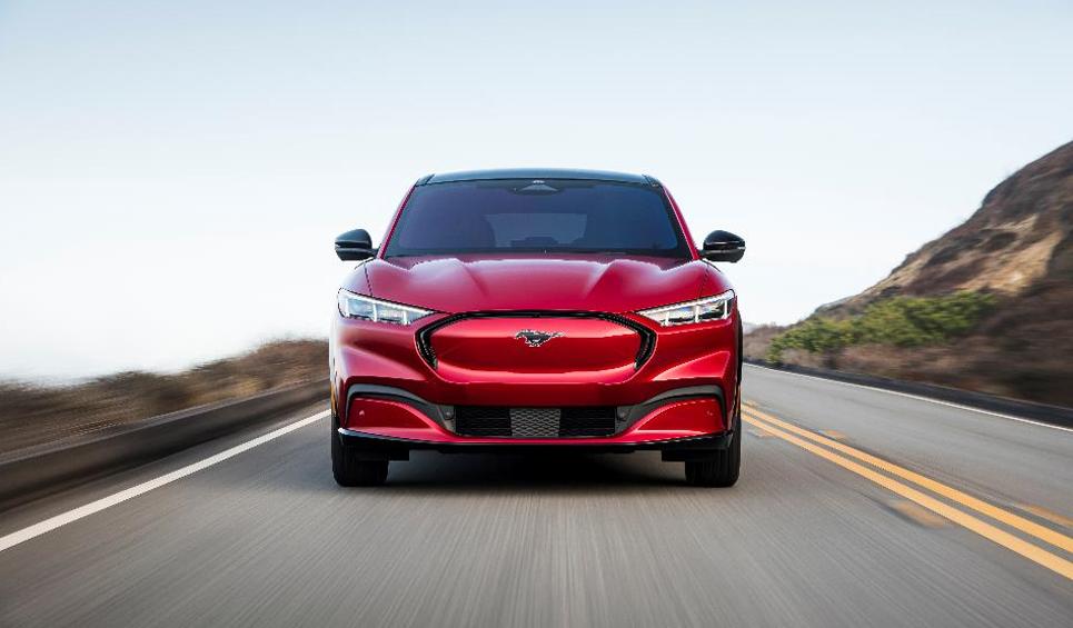 Mustang Mach-E力压群雄荣获《Car and Driver》首届年度电动车大奖
