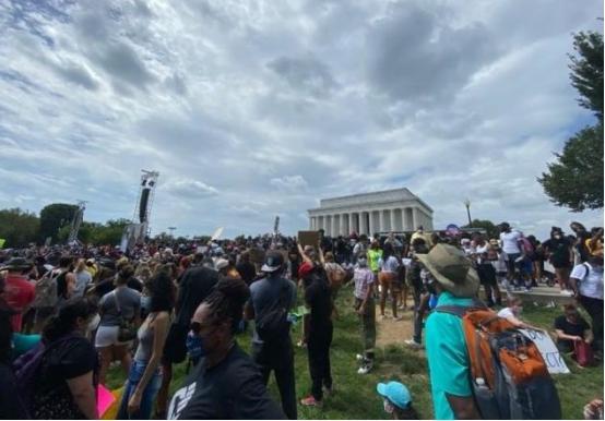 """美国""""噩梦""""重现!华盛顿爆发大游行,数万民众抗议"""