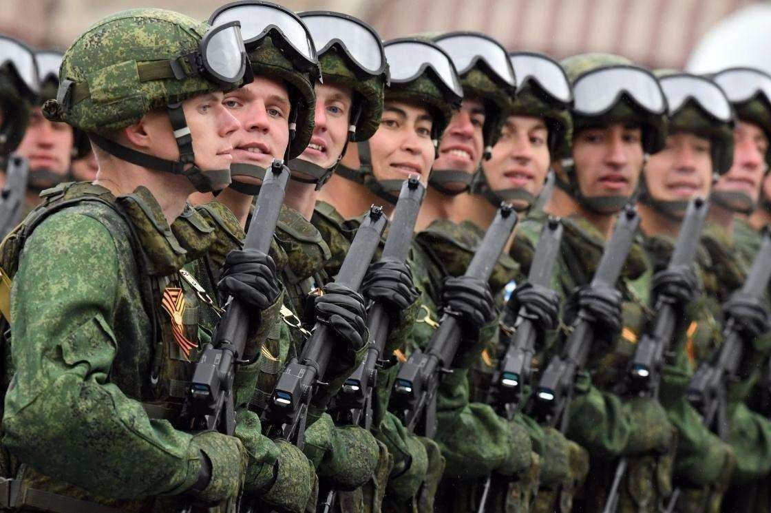 美欲打响第一枪?北约上万兵力集结白俄边境,俄警告开火代价沉重