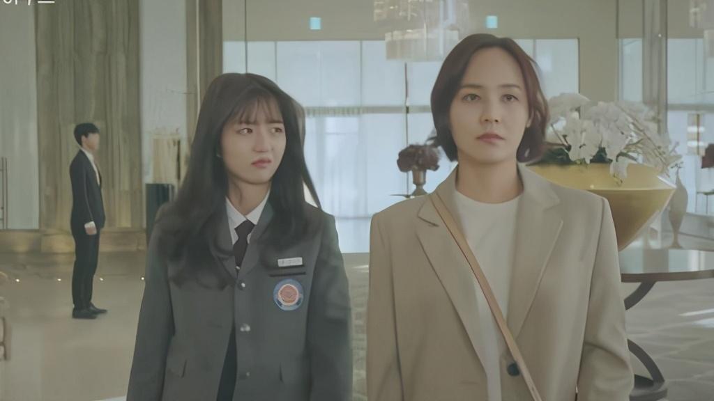 韩剧《顶楼》:露娜母女仿佛成了公敌,满屏都是某些人吐的酸胀气