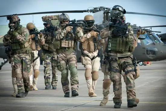 武装到牙齿的高科技,看了美国的单兵装备,真服气了