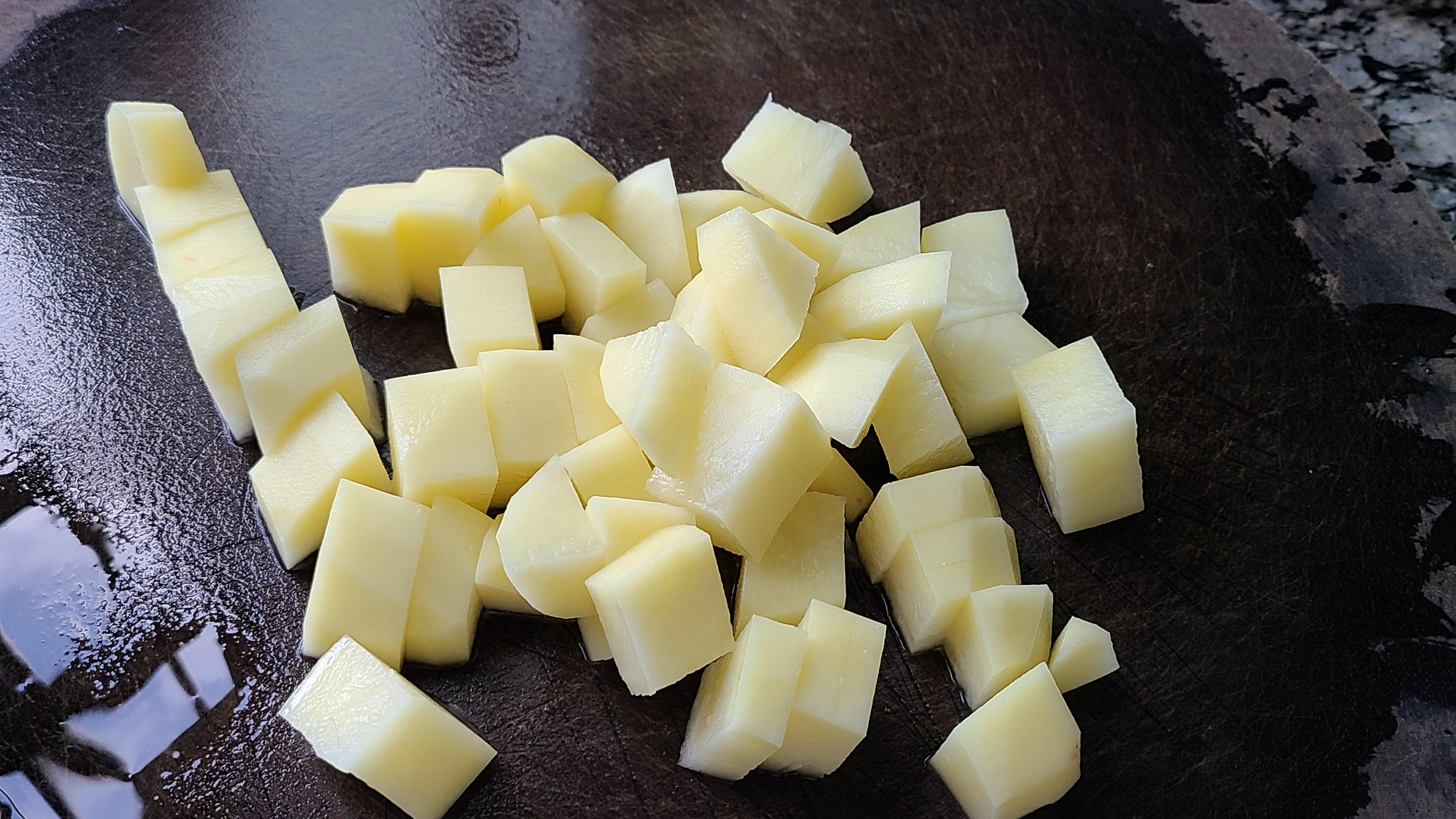天冷就愛吃這道肥牛土豆煲,簡單美味的家常菜,太香了