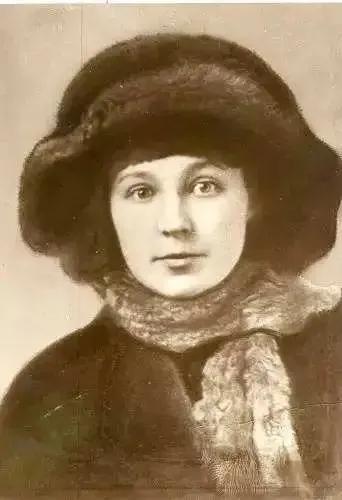 诗歌|茨维塔耶娃:到处都是成双入对的男女