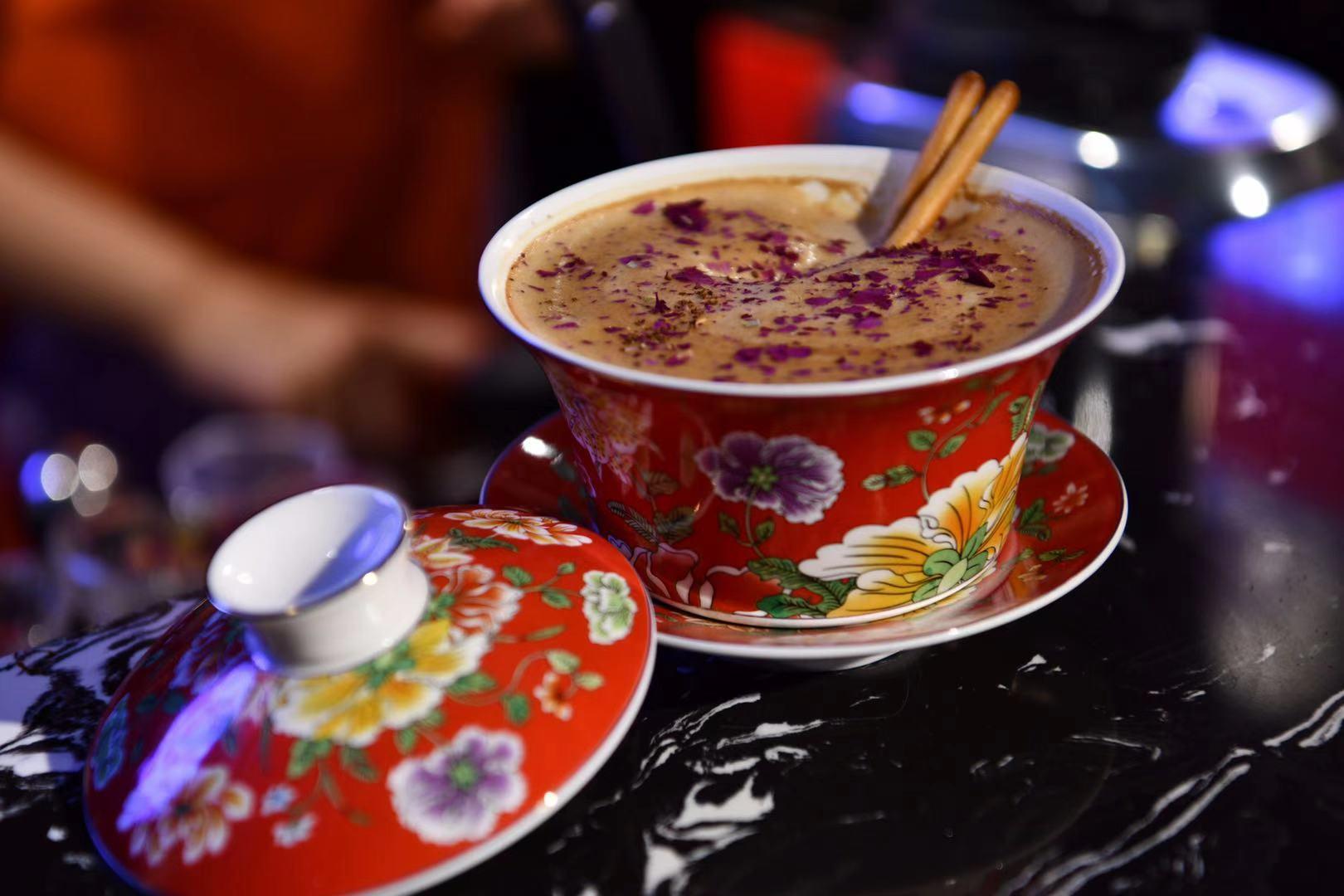 """主打文化和养生,成都""""咖啡西施""""创新推出花式""""盖碗咖啡"""""""