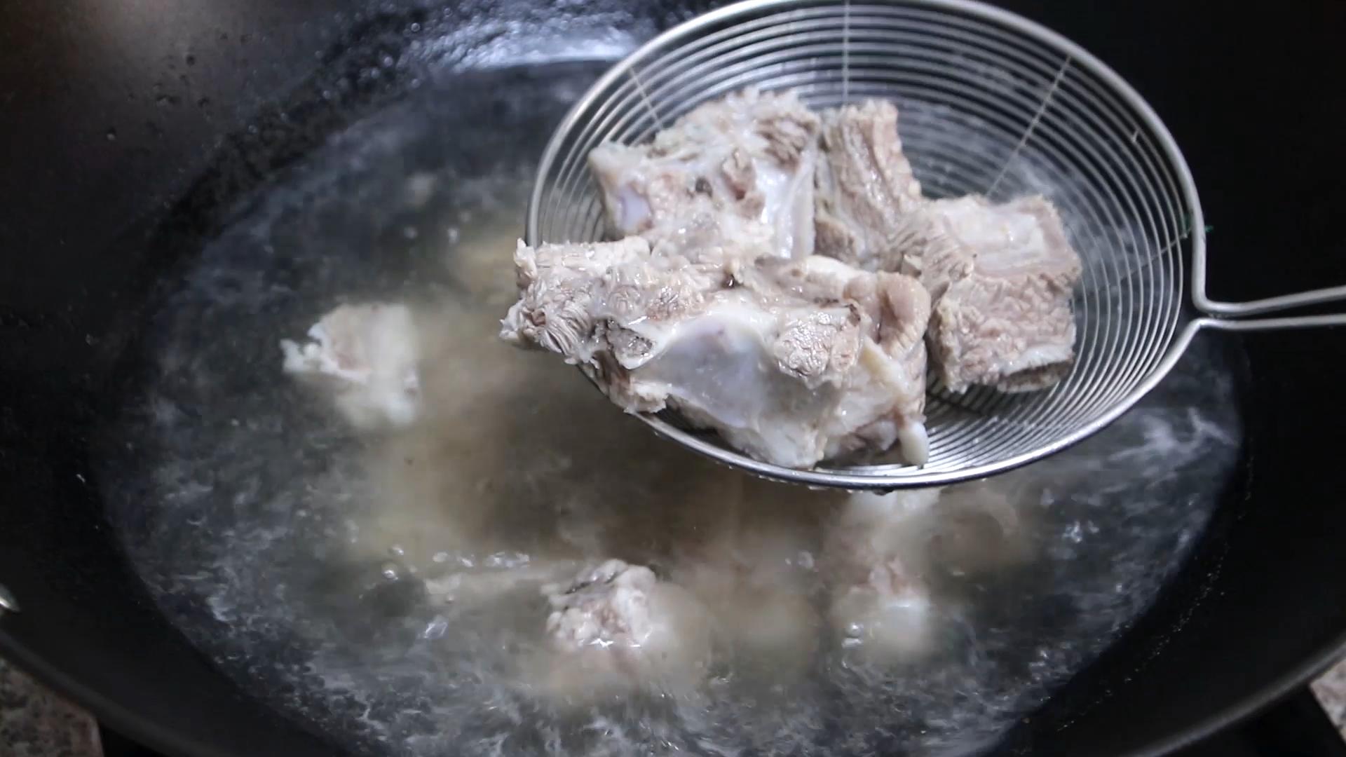 紅燒排骨怎麼做才好吃? 大廚教你正確做法,排骨軟嫩入味還不干柴