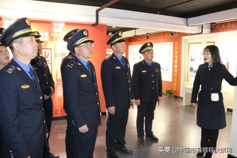 江苏响水县城管局组织党员干部参观好人馆汲取正能量