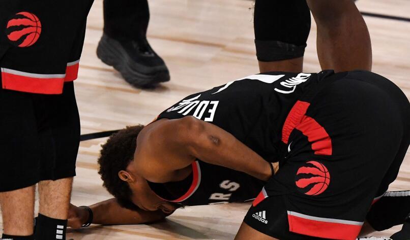 【影片】表情火了!Lowry 0.5秒助攻絕殺沖上熱搜,調侃被襲下體:我有「鋼蛋」!-籃球圈