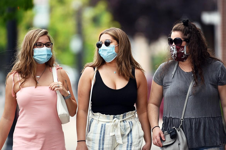 美国人终于承认:不戴口罩,是最大的错误!另一场争吵正在爆发