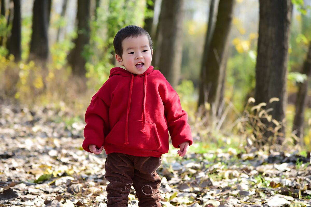 一场秋雨一场寒,这样给孩子穿衣服,减少生病的机会,你做对没?