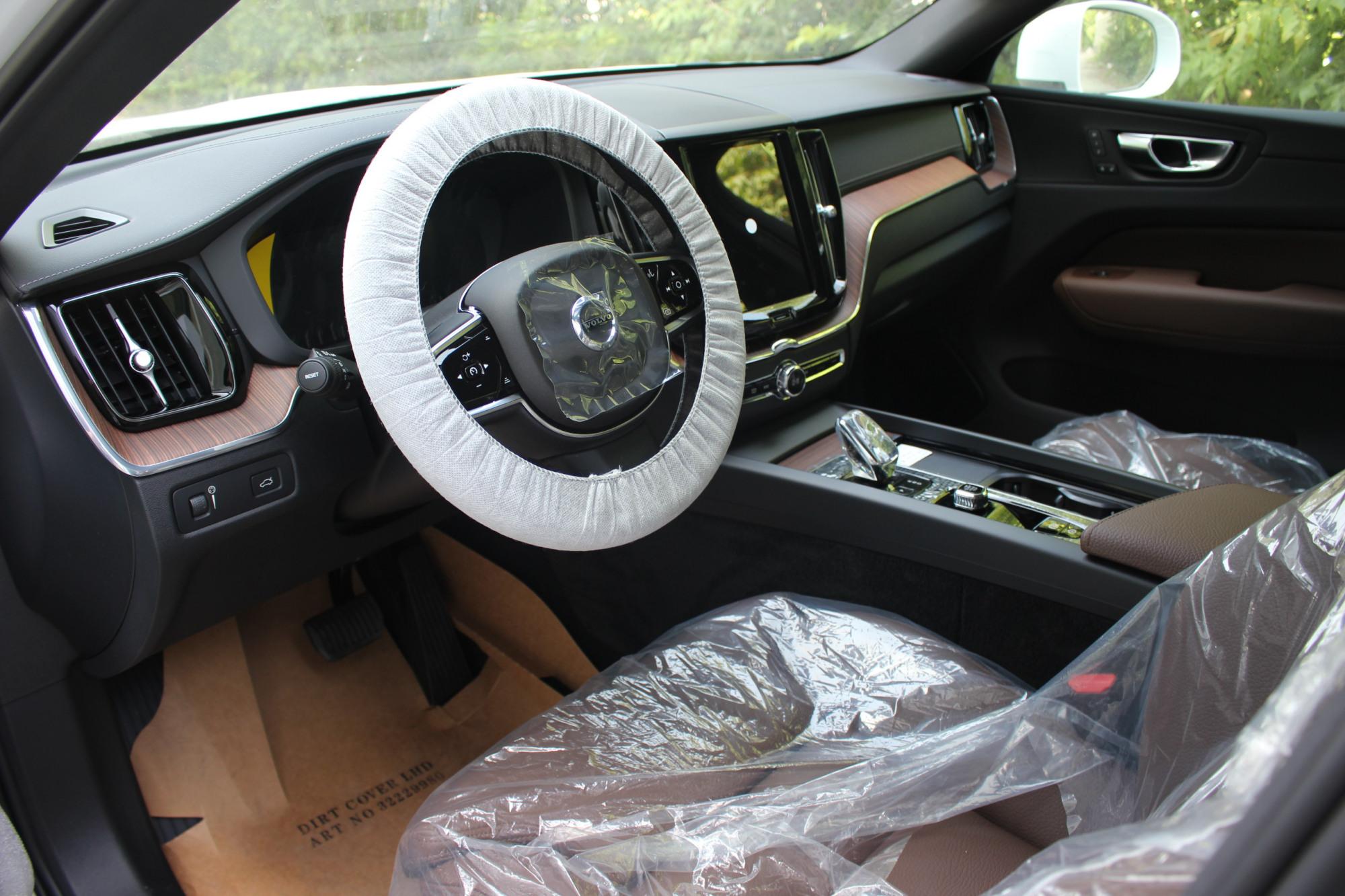 2022款沃尔沃XC60到店实拍,白色很大气,37.39万起,好看又省油