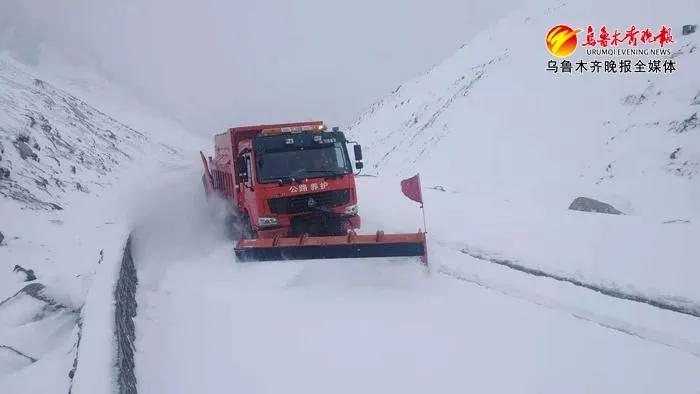 """新疆独库公路进入""""冬眠期"""""""