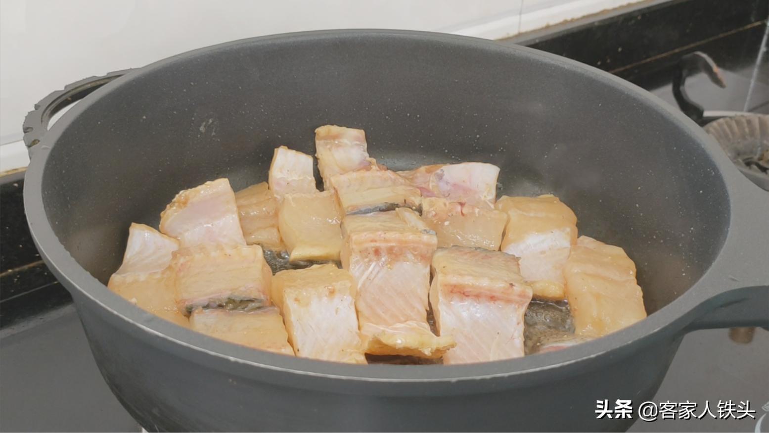 我家待客最爱做的一道蒜香鱼,香味四溢入味好吃,一开盖流口水了